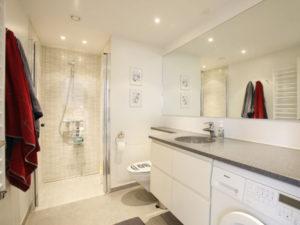 Oprydning badeværelse før